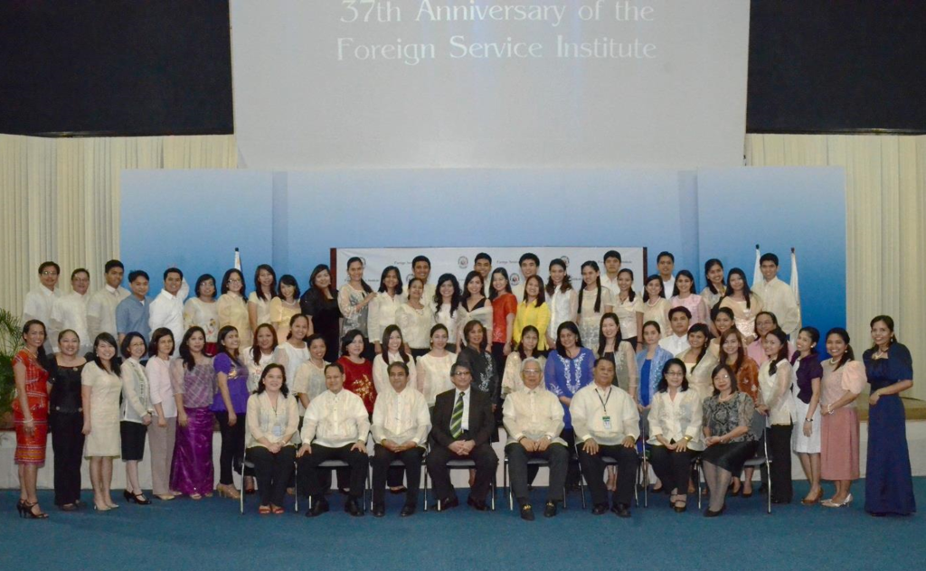 The officers and staff of the Foreign Service Institute join Undersecretary Jose S. Brillantes (seated fourth from right), DAP President Antonio D. Kalaw, Jr. (seated fourth from left), and FSI Executive Director Kadatuan P. Usop(seated third from right).